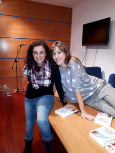 Marisol con la autora del libro, Natalia Sanchidrián