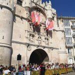 Pregón en el Arco de Santa María