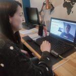 Desde el servicio de empleo de ARANSBUR continuamos teletrabajando desde casa para seguir orientando a empresas y a usuarios. A través del correo, teléfono, vídeollamadas,reuniones telemáticas, etc. seguimos dando respuesta y atendiendo las necesidades de las personas sordas en el ámbito laboral