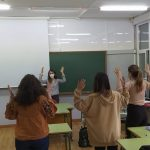 Taller de Lengua de Signos en el interior de una clase del IES Enrique Flórez