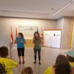 explicaciones del guía interpretadas a la lengua de signos para Marisol